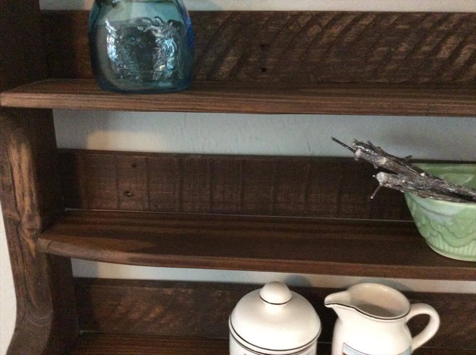 display shelf or mug rack made of pallets