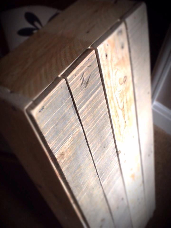 rustic wooden pallet bookcase