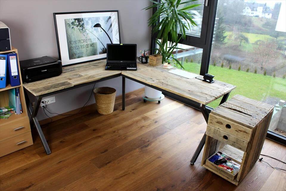 pallet made computer desk