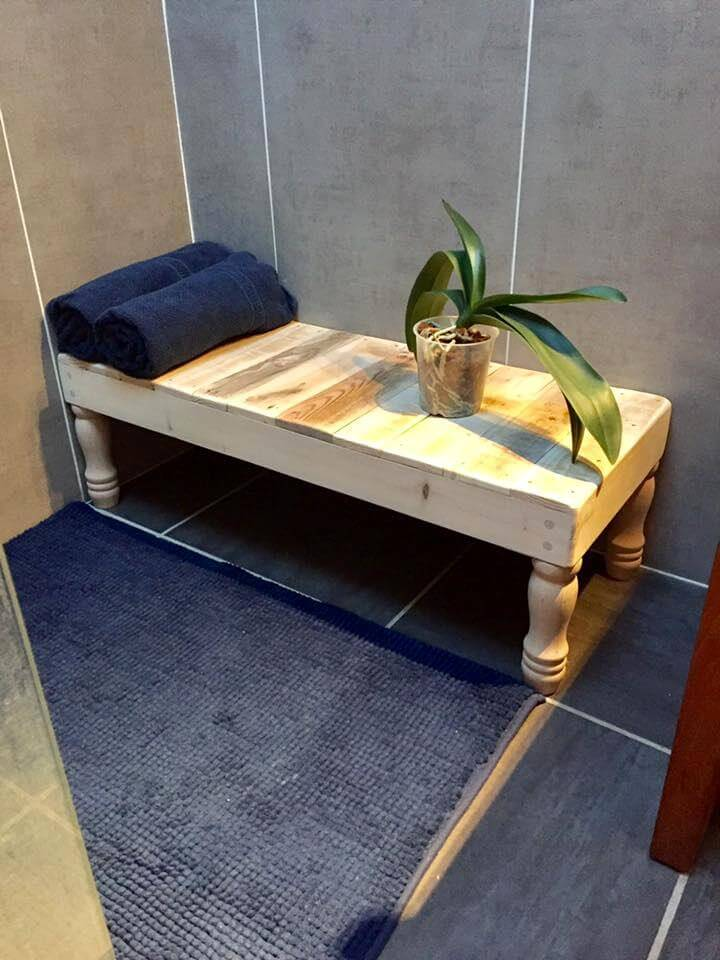 simple pallet table for bathroom