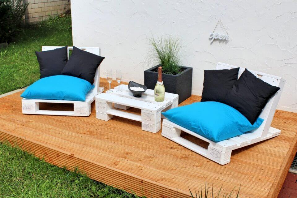 diy pallet deck seating
