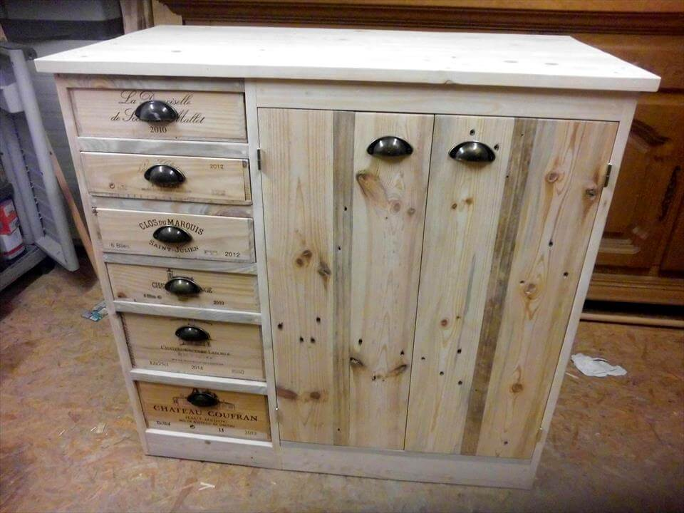lovely pallet storage chest
