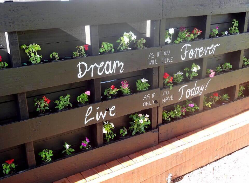 diy pallet vertical planter