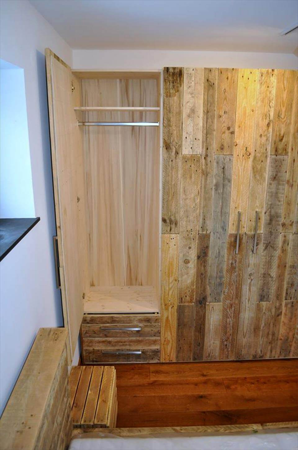awesome pallet wardrobe deign