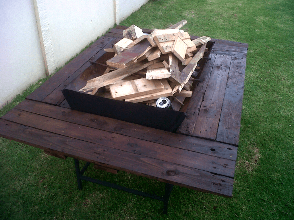 awesome pallet coffee table with fireplace