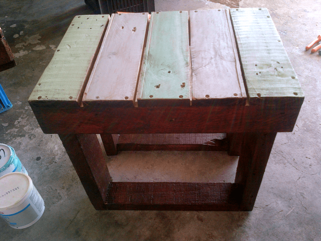 cute pallet side table or stool