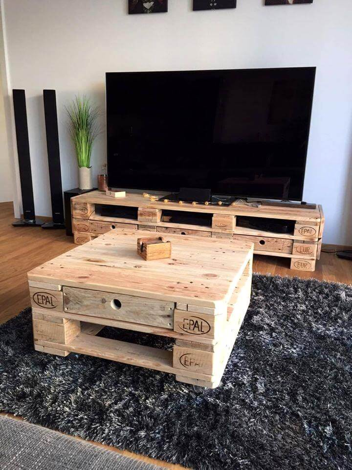 simple pallet media console table