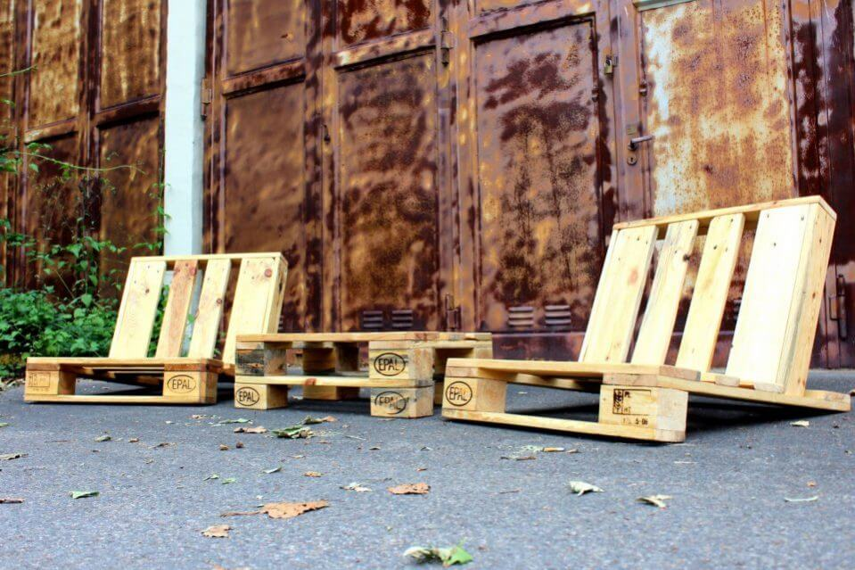 Recycled pallet seating set