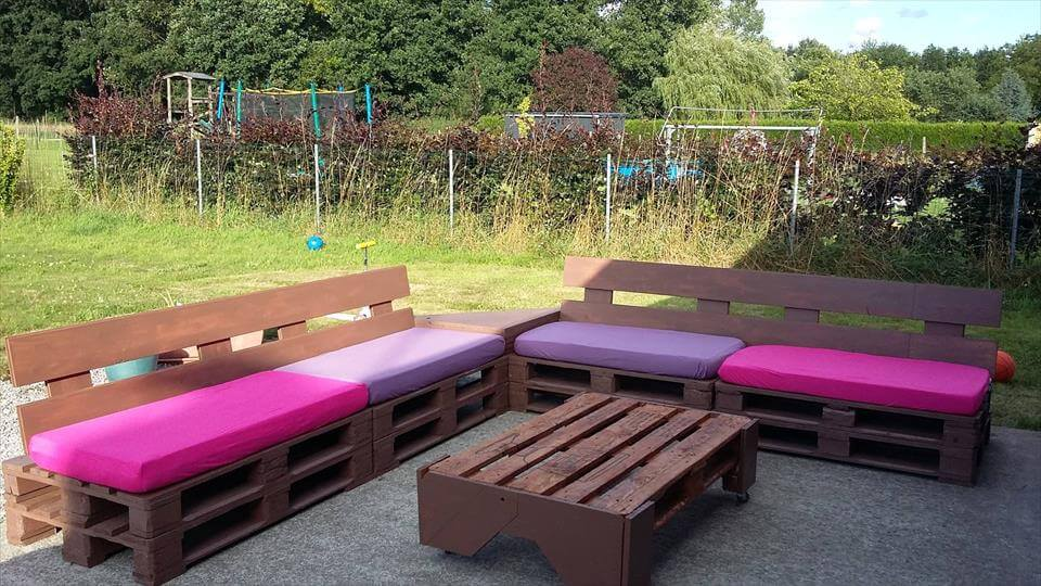 gorgeous pallet outdoor seating