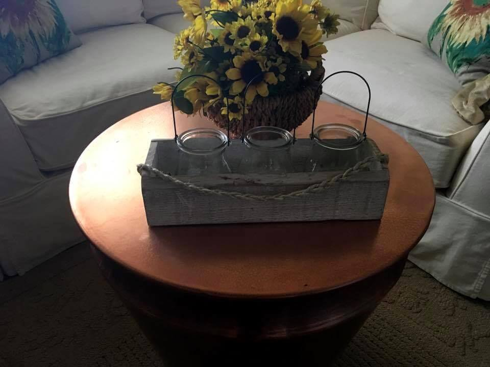 small and cute pallet vase holder