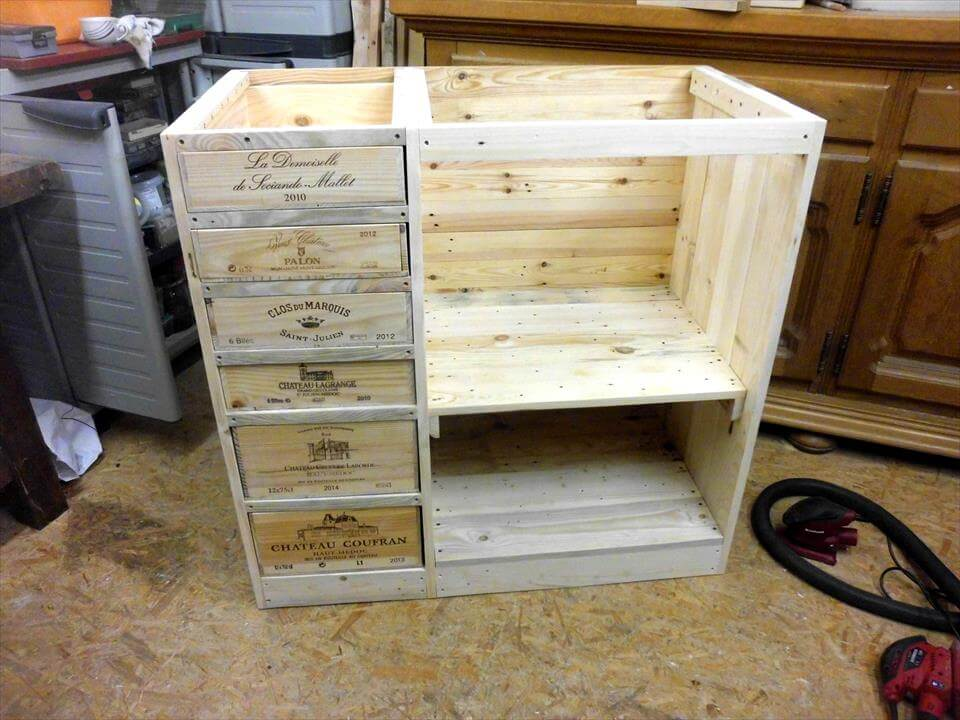 Upcycled pallet chest design