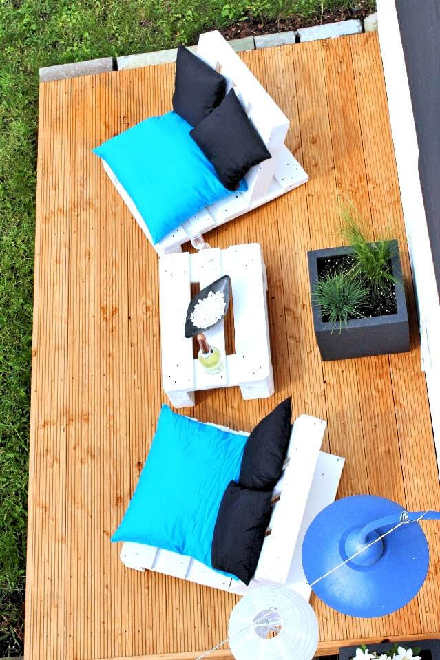 lovely pallet deck seating