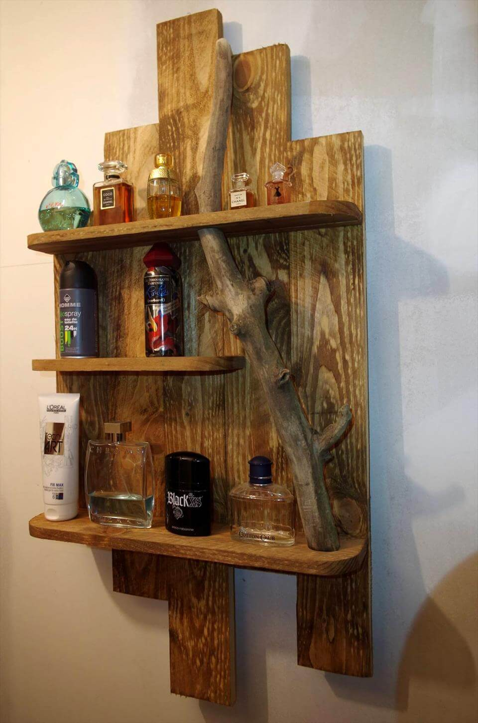 diy pallet toiletry shelf