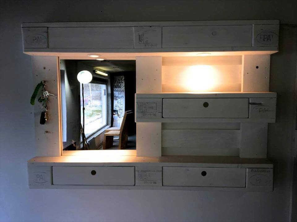 beautiful pallet mirror