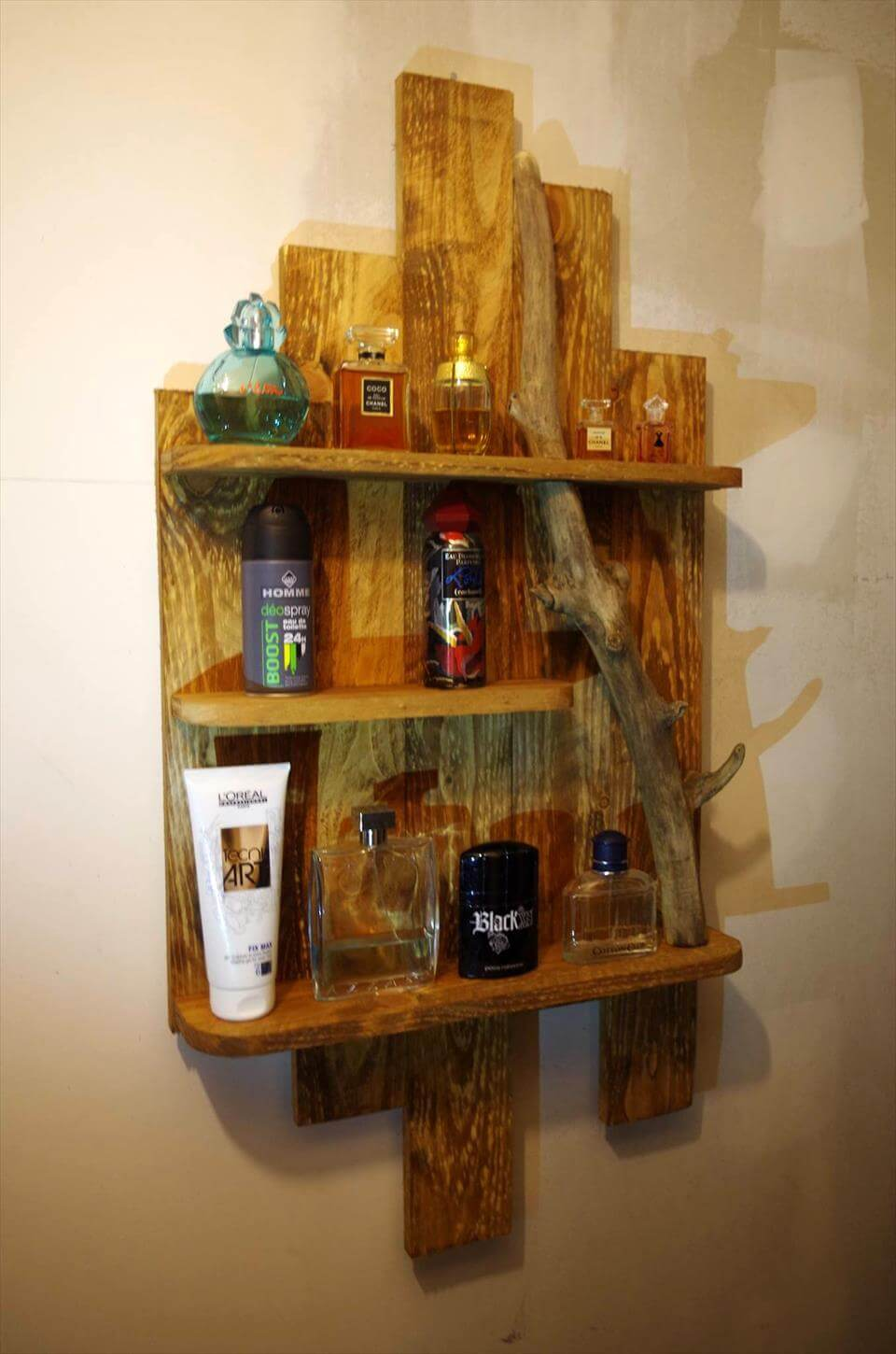 wooden pallet toiletry shelf