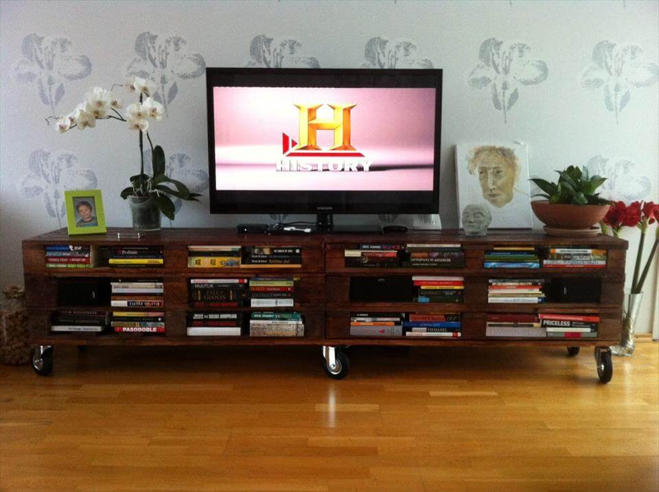 XL pallet TV cabinet with wheels