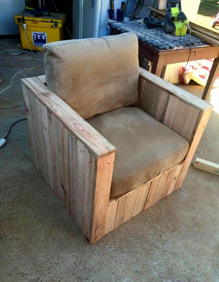 custom pallet block style chair with cushion