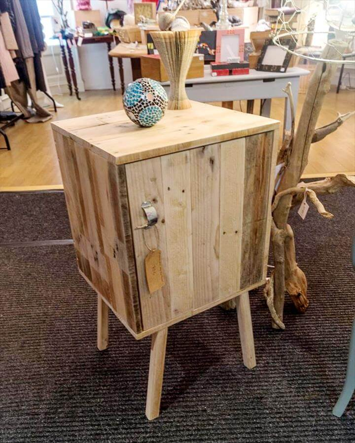 wooden pallet side table with short wooden legs