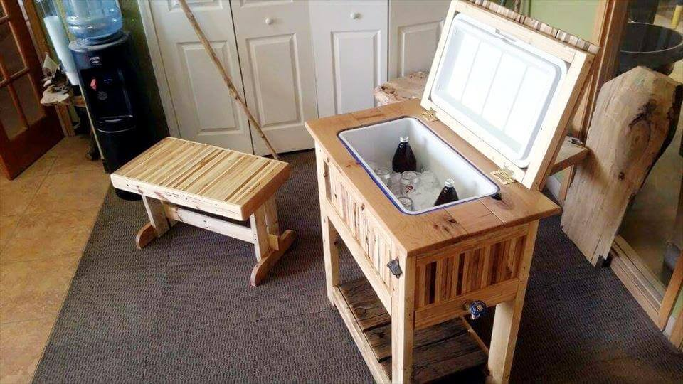 upcycled pallet ice chest and mini bench