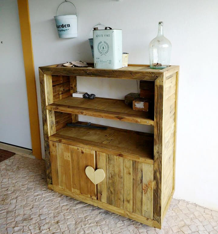 recycled pallet entryway console