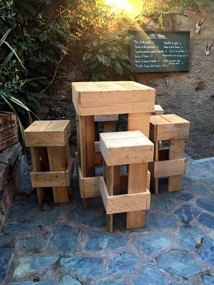custom pallet table with stools