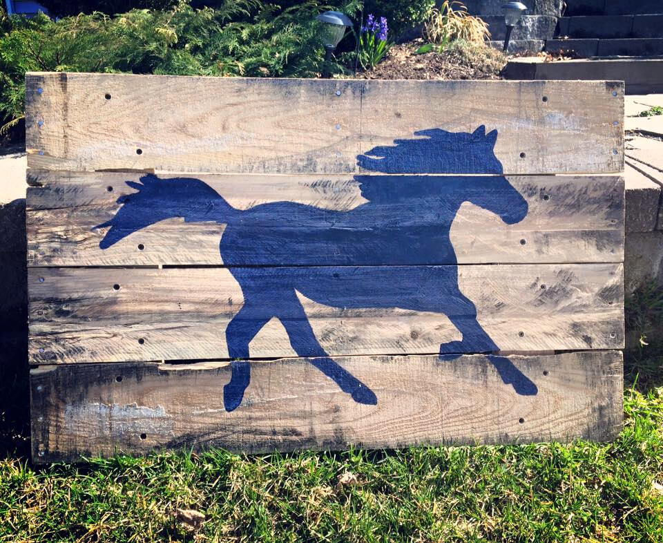 custom painted horse pallet wall art