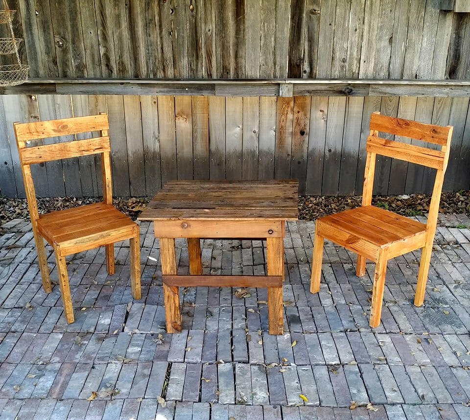 pallet patio chair and table set