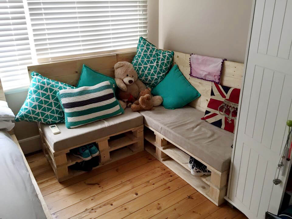 upcycled pallet sectional seat with cushion and shoes rack