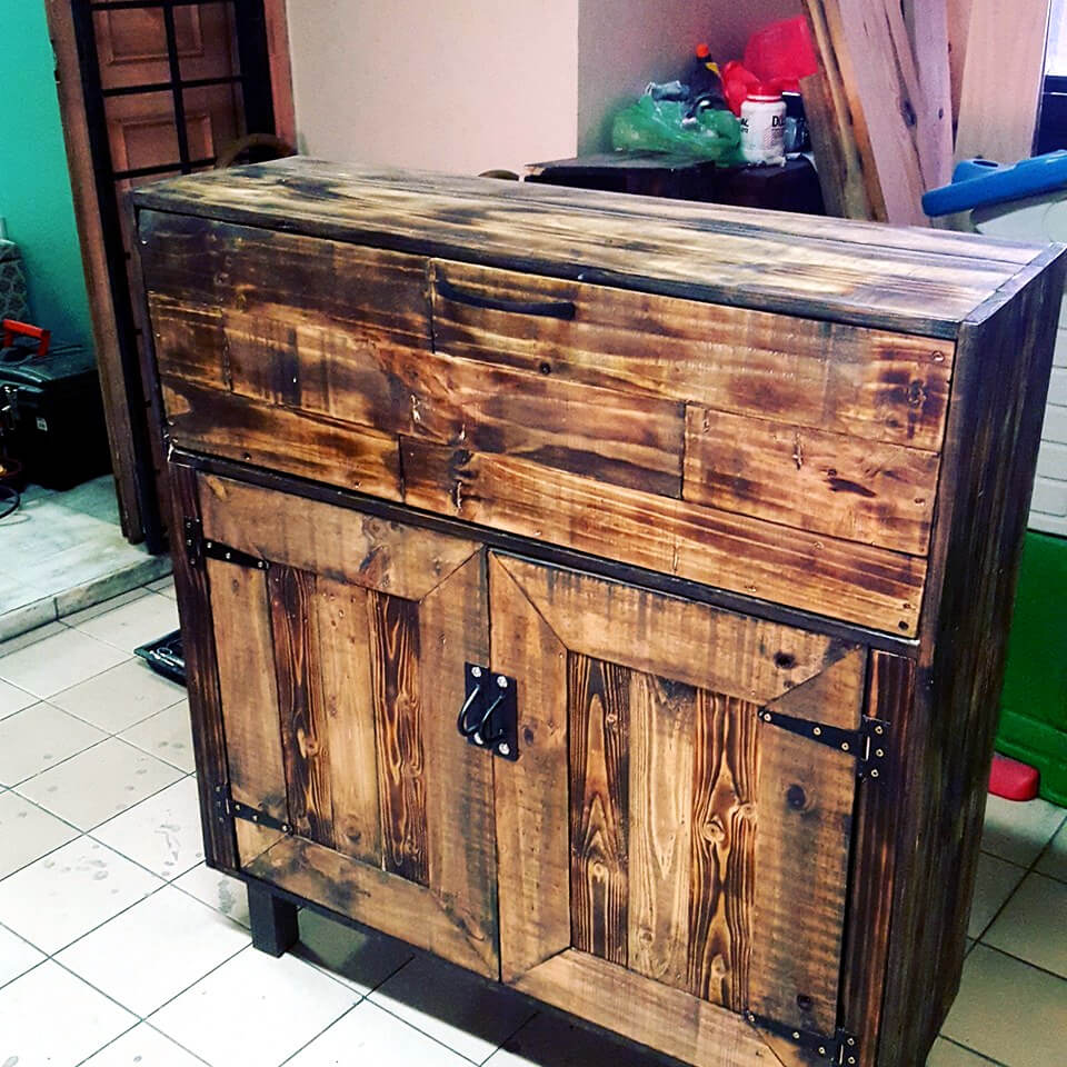 no-cost pallet wooden cabinet