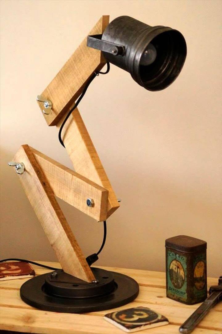 no-cost pallet desk lamp