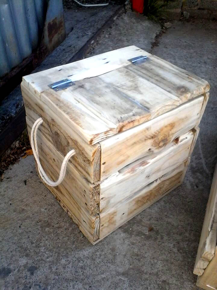 recycled pallet mini storage chest with rope handles