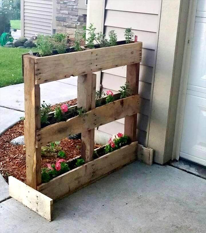 diy wooden pallet vertical flower garden