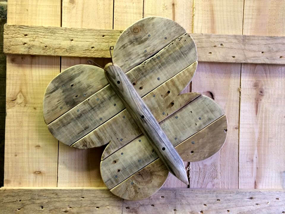 no-cost wooden pallet butterfly accent