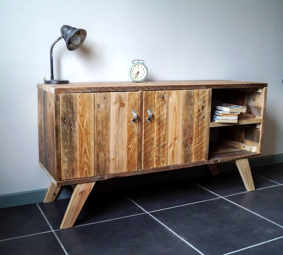 recycled pallet media console built in retro style
