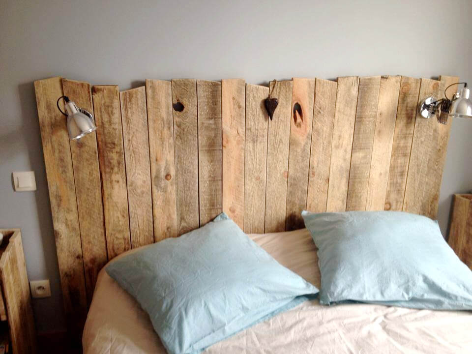 headboard made of disassmbled pallets